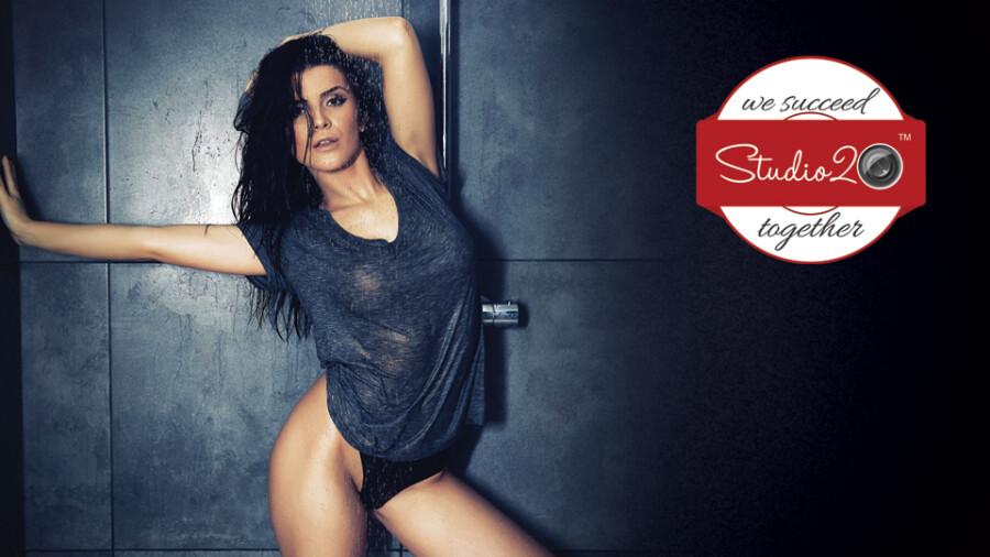 Cam Model Megan Kroft Dreams Big at Studio 20