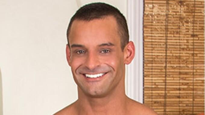 TitanMen Signs David Benjamin