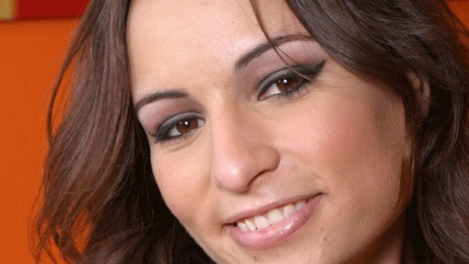 Adult Star Amber Rayne, 31, Passes Away
