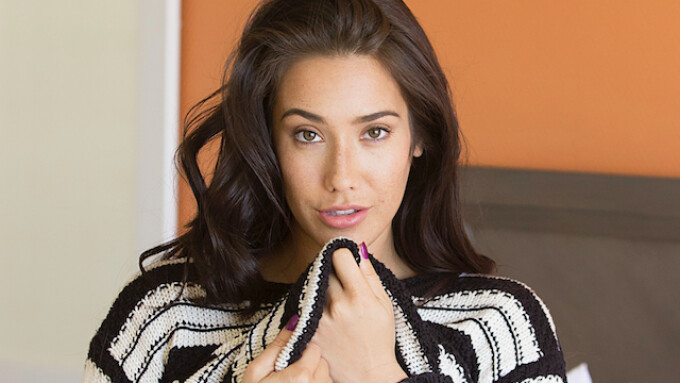 Fresh Off Contract, Eva Lovia Now Booking as Free Agent