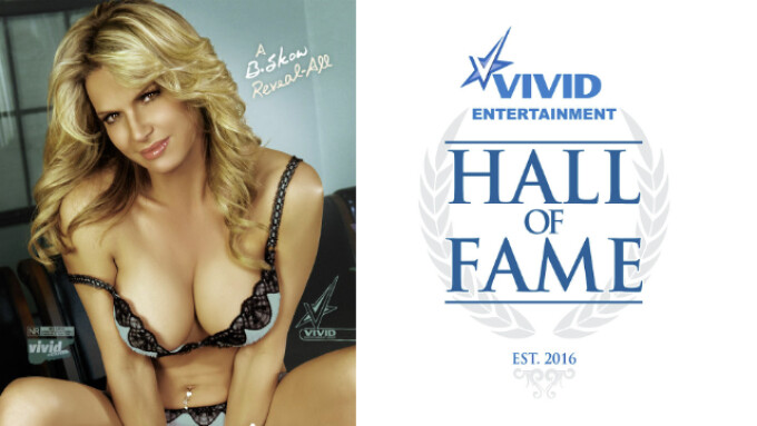 Vivid Hall of Fame Debuts With Ceremony Honoring Savanna Samson