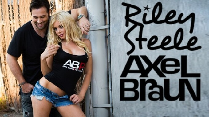 Axel Braun, Riley Steele Extend Contract for 4th Year